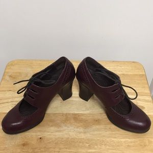 Born Shoes Burgundy Lace high heel Shootie